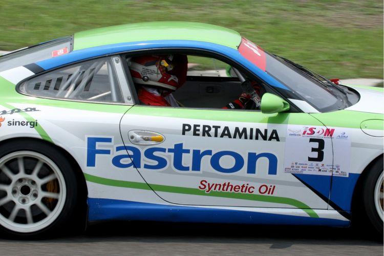 Pebalap Sean Gelael pada acara Pertamax Turbo Ultimate Experience Porsche Series, di Sirkuit Sentul, Kabupaten Bogor, Jawa Barat, Sabtu (19/10/2019).