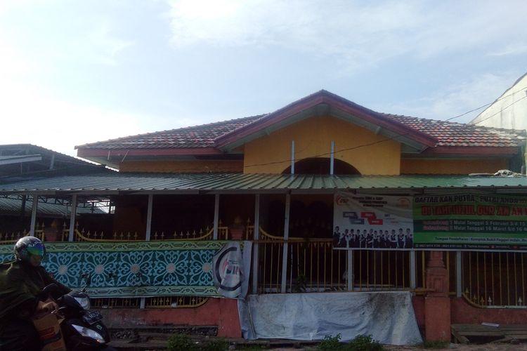 Suasana Pesantren AN, yang tutup di Jalanan Kompleks Panggoi Indah, Kecamatan Muara Dua, Kota Lhokseumawe, Aceh, Senin (22/7/2019)