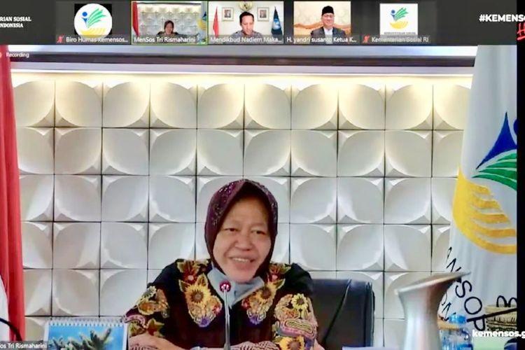 Menteri Sosial Tri Rismaharini meluncurkan Program ?Pejuang Muda? bagi mahasiswa secara virtual, Jumat (17/9/2021).
