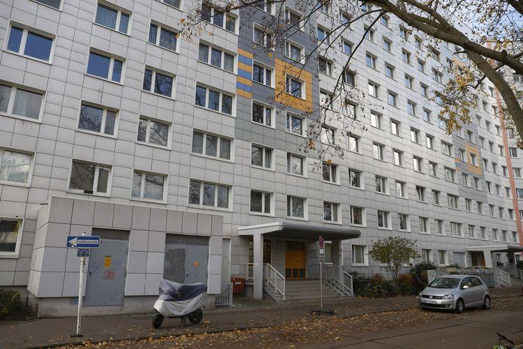 Apartemen yang ditempati terduga kanibal di Jerman, setelah temuan tulang-tulang manusia dan dugaan pembunuhan bermotif seksual. Foto diambil pada Jumat (20/11/2020).