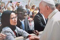 Hanya Dewi yang Diberi Kesempatan Bersalaman dan Berkenalan dengan Paus Fransiskus