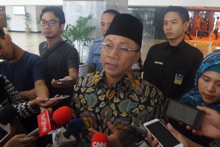 Ketua MPR RI Zulkifli Hasan di Kompleks Parlemen, Senayan, Jakarta, Jumat (7/7/2017(.