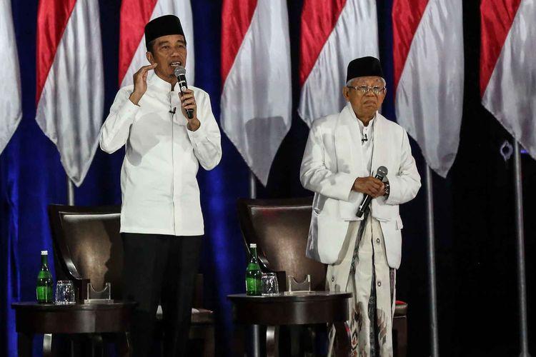 Pasangan capres-cawapres nomor urut 01 Joko Widodo dan Maruf Amin mengikuti debat kelima Pilpres 2019 di Hotel Sultan, Jakarta, Sabtu (13/4/2019). Debat kelima tersebut mengangkat tema Ekonomi dan Kesejahteraan Sosial, Keuangan dan Investasi serta Perdagangan dan Industri.