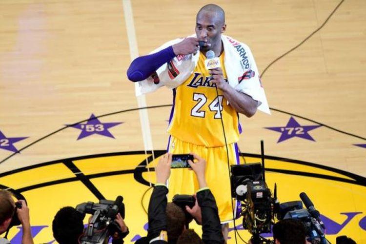 Pebasket Los Angeles Lakers, Kobe Bryant, seusai menjalani pertandingan perpisahannya di pentas NBA dengan melawan Utah Jazz di Staples Center, Los Angeles, California, Rabu (13/4/2016) malam waktu setempat atau Kamis WIB.