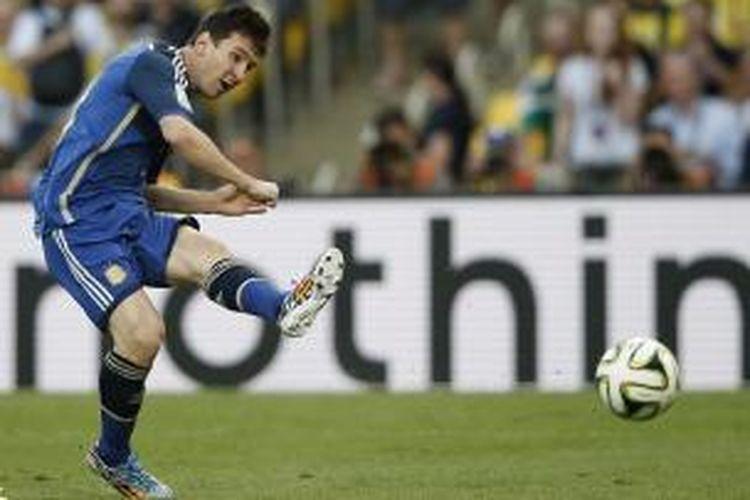 Salah satu aksi penyerang Argentina, pada laga final Piala Dunia melawan Jerman, di Estadio do Maracana, Rio De Janeiro, Minggu (13/7/2014).