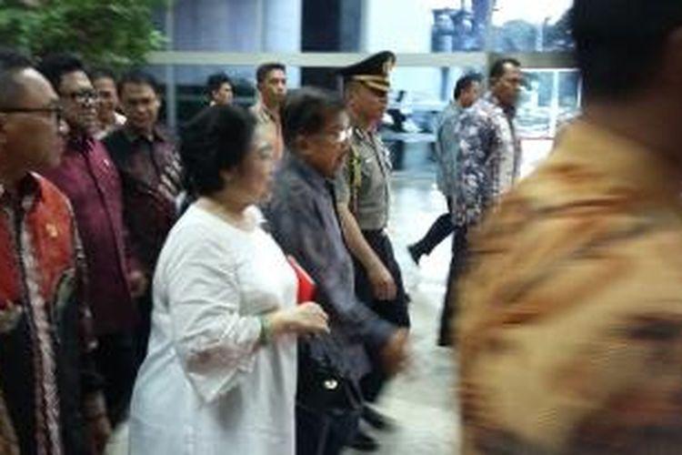 Presiden kelima RI, Megawati Soekarnoputri bersama Wakil Presiden Jusuf Kalla di Gedung DPR Senayan, Jakarta, Senin (7/12/2015).l