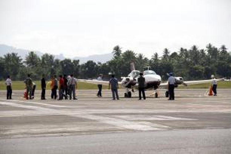 Pesawat jenis Beechcraft milik yang dipiloti Jaklyn Greame dan Richard MaClean yang dicegat jet tmpur TNI-AU akhirnya dibebaskan untuk melanjutkan perjalanan ke Filipina.