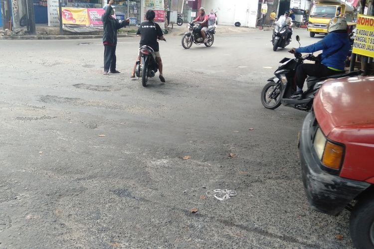 Kondisi Jalan Simpang Kodau Jatiasih Bekasi, Jumat (6/11/2020)