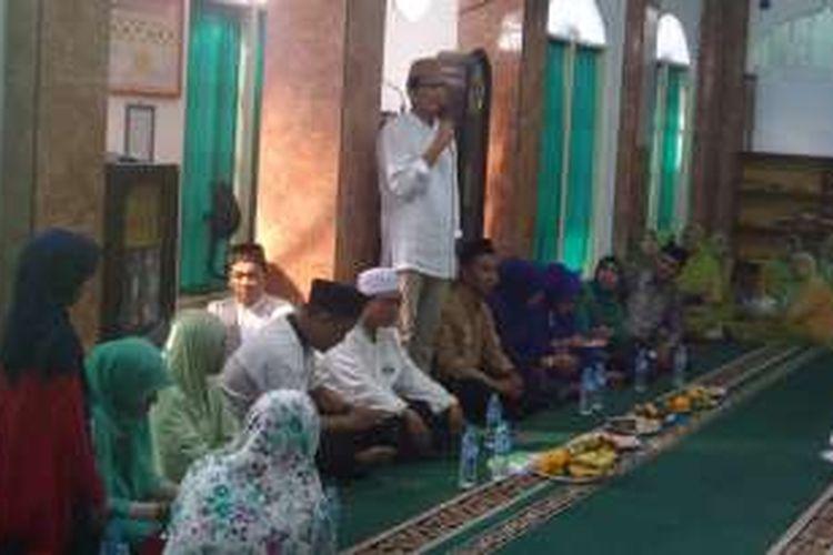 Bakal calon wakil gubernur DKI Sandiaga Uno menyambangi warga di Masjid Alhidayah, Pademangan Barat, Kamis (20/10/2016)