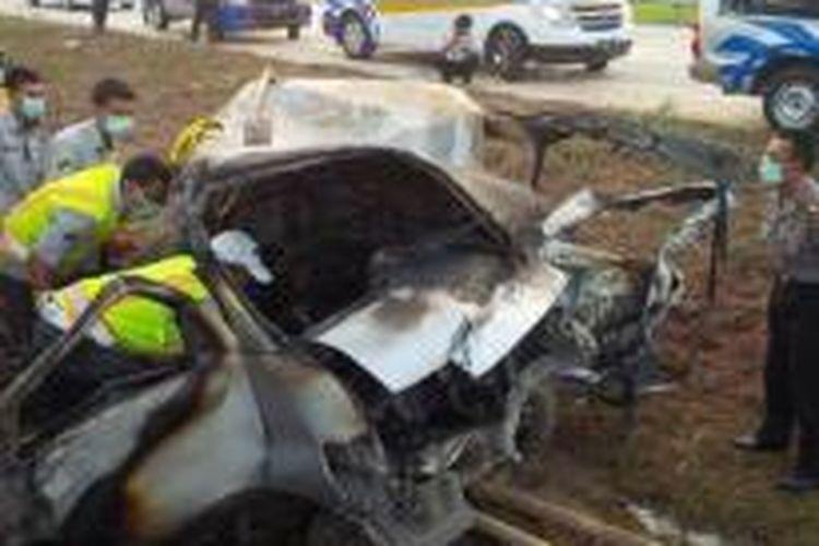 Kondisi kendaraan yang mengalami kecelakaan di ruas tol Cipali, Senin (6/7/2015).