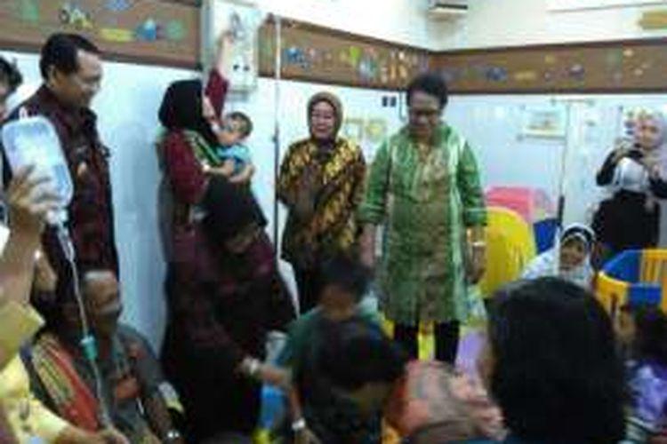 Menteri Pemberdayaan Perempuan dan Perlindungan Anak (PPPA), Yohana Susana Yembise saat mengunjungi RSUD Ambarawa, Kabupaten Semarang, Jawa Tengah, Kamis (8/9/2016) petang. RSUD Ambarawa adalah salah satu rumah sakit ramah anak di Indonesia.