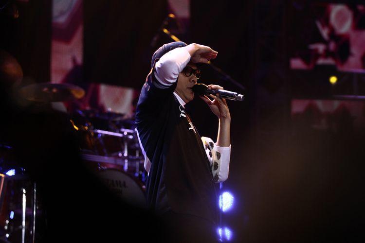 Grup Band GIGI beraksi dalam 5UPERGROUP Live in Concert, di Jakarta Convention Center, Jakarta, Selasa (21/11/2017). Lima grup band besar yakni God Bless, GIGI, Krakatau, Kahitna, dan Sheila on 7 unjuk kebolehan dalam konser tersebut.