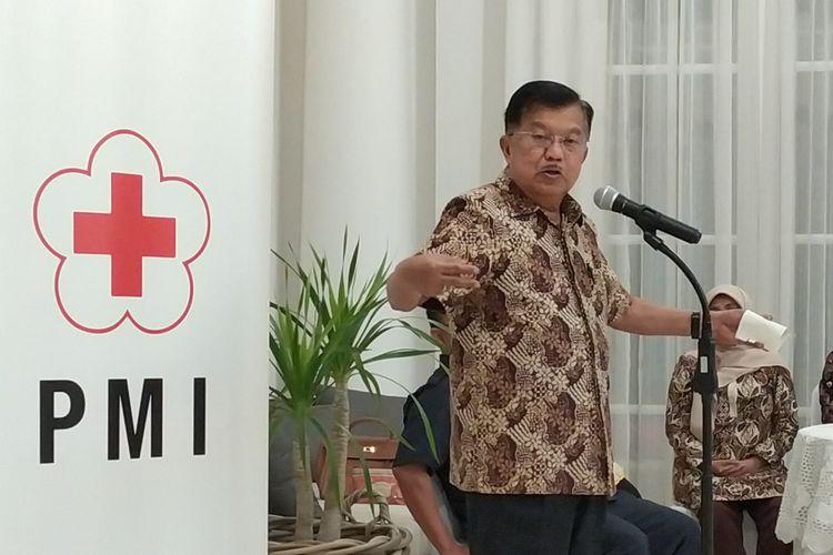 Ketua Umum Palang Merah Indonesia (PMI) Jusuf Kalla memberikan keterangan terkait sejumlah isu salah satunya virus corona di kediamannya di Jakarta, Rabu (5/2/2020).