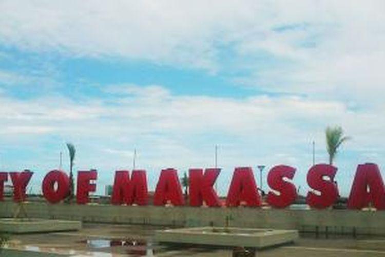 Tulisan City of Makassar yang berada di Jantung Kota, Jalan Penghibur