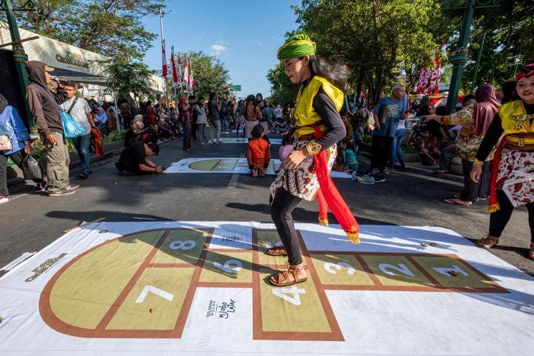 Permainan Tradisional, Atraksi Seni Budaya pada Selasa Wage