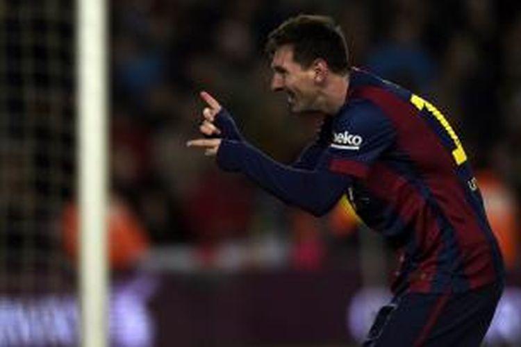 Aksi bomber Barcelona, Lionel Messi, seusai mencetak gol ke gawang Espanyol pada pertandingan lanjutan Primera Division di Stadion Camp Nou, Minggu (7/12/2014).
