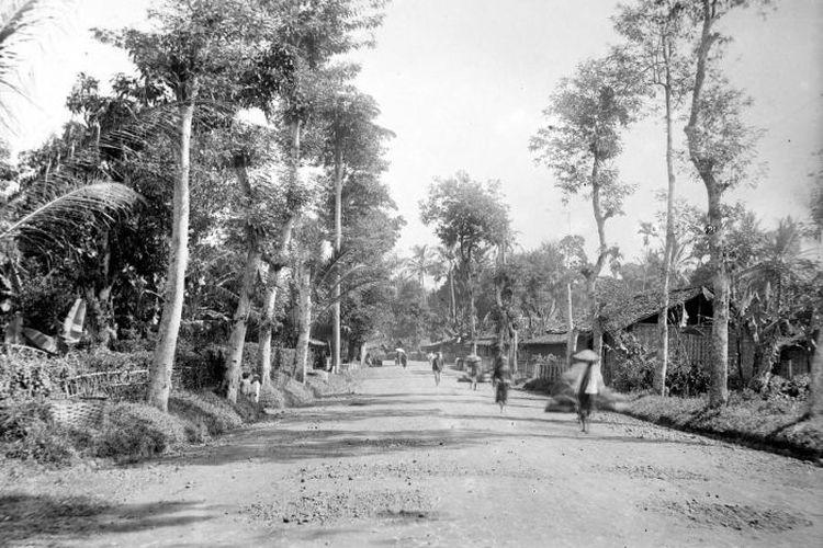 Jalan Raya Pos Anyer-Panarukan di Kampung Cibabat, Cimahi, Jawa Barat.