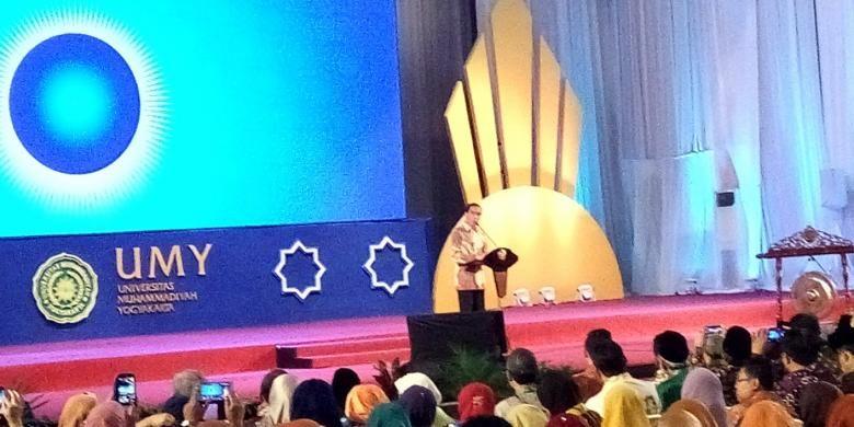 Presiden Joko Widodo saat membuka acara Konvensi Nasional Indonesia Berkajuan di Auditorium Universitas Muhammadiyah Yogyakarta