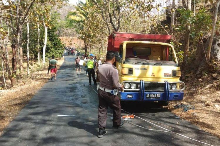 Kepolisian Melakukan Olah TKP Truk Terguling di Kecamatan Ponjong, Gunungkidul Jumat (9/8/2019) (Dokumentasi Polsek Ponjong)