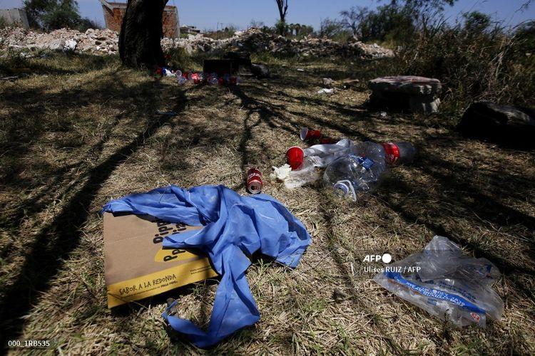 Foto yang diambil pada 10 Mei 2020 memerlihatkan setidaknya 25 jenazah yang ditemukan dalam kuburan assal di El Salto, di luar kota Guadalajara, Negara Bagian Jalisco, Meksiko. Kuburan massal lain ditemukan di kawasan yang sama pada Kamis (19/11/2020), di mana aparat sudah menemukan lusinan jenazah tak teridentifikasi, termasuk lima kantong yang diyakini juga berisi mayat.