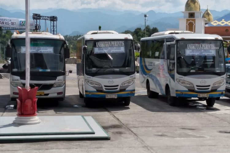 Angkutan Perintis milik DAMRI yang beroperasi di Padang Pariaman. Rute bus ini melayani tiga trayek dengan tarif Rp 6.000 untuk umum, dan Rp 2.000 untuk pelajar.