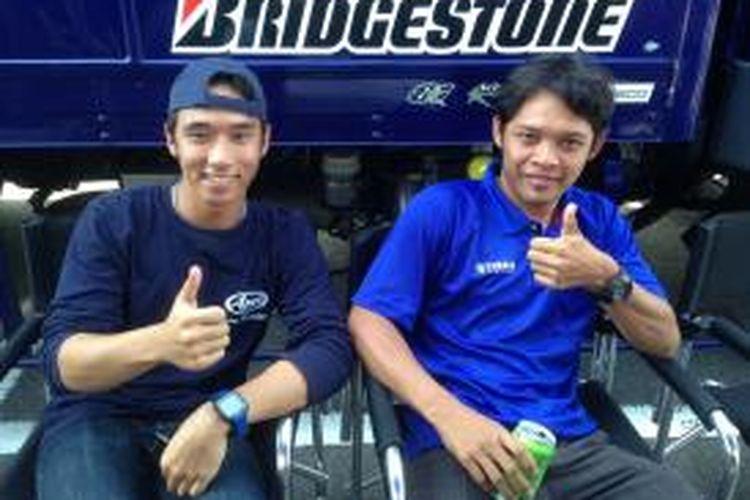 Pebalap Yamaha Indonesia, Imanuel Pratna (kiri) dan Sudarmono, berpose di Sirkuit Suzuka, Jepang, Selasa (23/7/2014). Mereka akan turun pada Suzuka 4 Hours Endurance Race yang akan berlangsung Sabtu (26/7/2014).