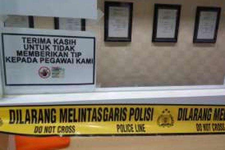Salah satu loket di Kementerian Perhubungan yang diberi garis polisi pada Selasa (11/10/2016).