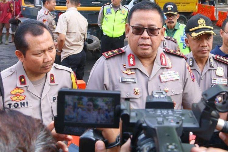 Kapolda Jawa Timur Irjen Luki Hermawan didampingi Wakapolda Jatim Brigjen Toni Harmanto serta Kapolrestabes Surabaya memberikan statement kepada awak media.