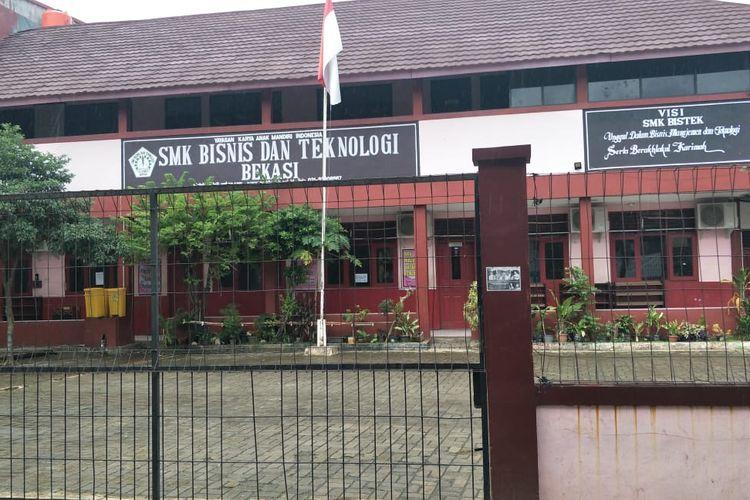 Foto sekolah SMK Bisnis dan Teknologi Cikunir, Bekasi, Jumat (7/2/2020(.
