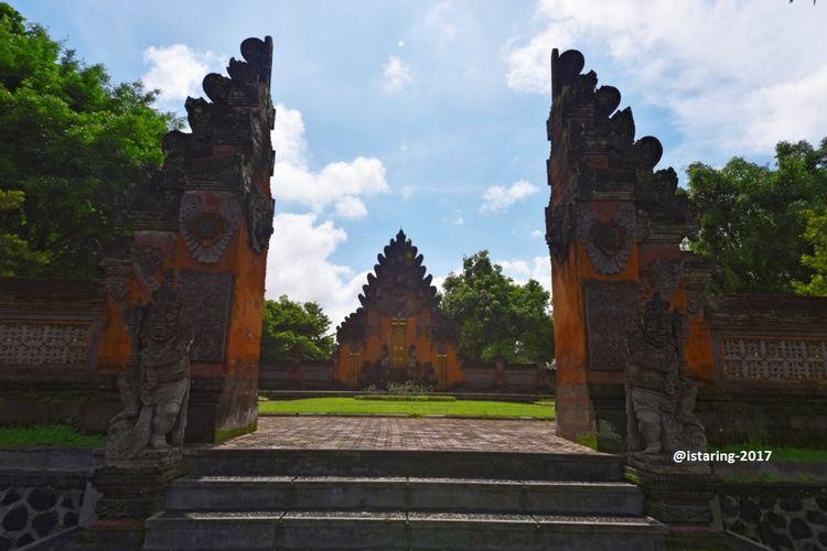 Gelung Kori Agung di Istana Tampak Siring, Gianyar, Bali