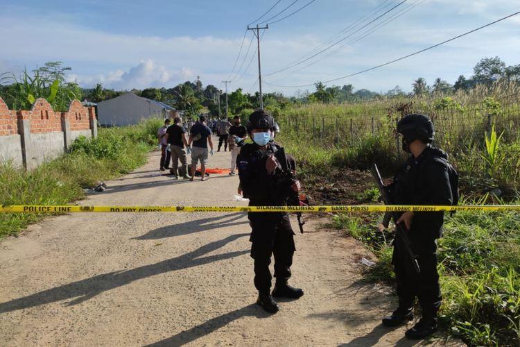 Polisi saat melakukan Olah TKP Sesosok Mayat