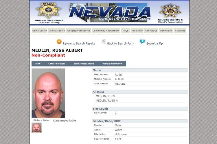 Catatan kriminal Russ Albert Medlin di negara bagian Nevada, Amerika Serikat. Medlin berstatus pelanggar tier level 2 dan dikenai wajib lapor selama 25 tahun. Namun, dia tidak mematuhi kewajibannya dan dilabeli non-compliant.