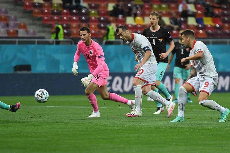 Penyerang Makedonia Utara Goran Pandev saat mencetak gol penyeimbang ke gawang Austria pada laga yang berlangsung di Stadion Bucharest, Minggu (13/6/2021) malam WIB.
