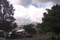 Gunung Agung Kembali Keluarkan Asap pada Selasa Pagi