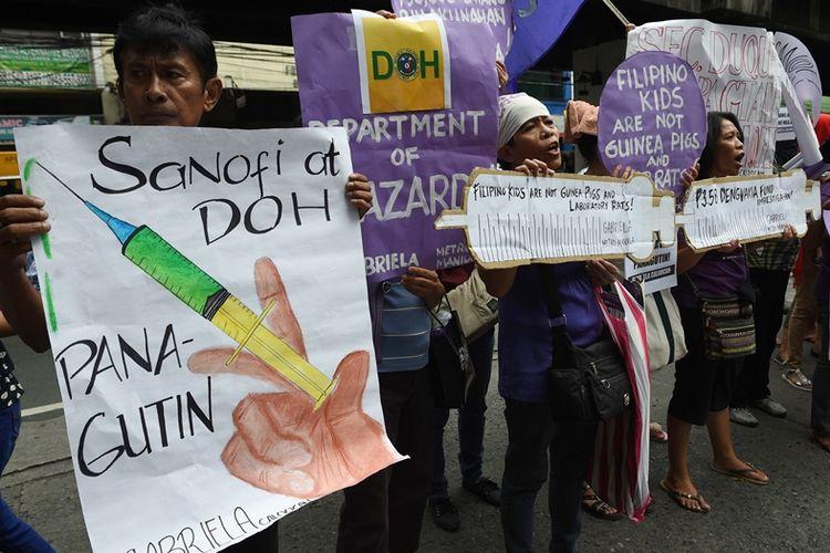 Warga Filipina melakukan aksi demonstrasi di depan kantor Departemen Kesehatan di Manila, Selasa (5/12/2017).