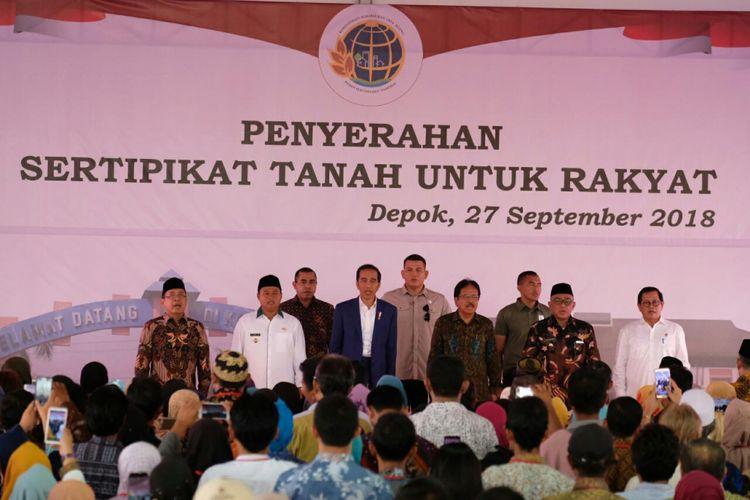 Presiden Joko Widodo, saat penyerahan sertifikat ke 4000 warga Depok, Kamis (27/9/2018)