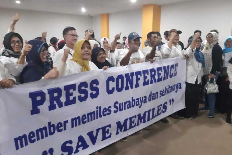 Member MeMiles Surabaya menggelar konfrensi pers di Surabaya, Rabu (15/1/2020).