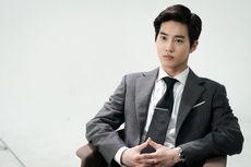 Pamer Kado Ulang Tahun, Suho EXO Berpose dengan Penyedot Debu