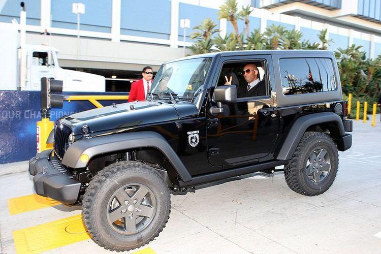 Beragam koleksi mobil Kobe Bryant, salah satunya Jeep Wrangler Call of Duty: Black Ops Edition