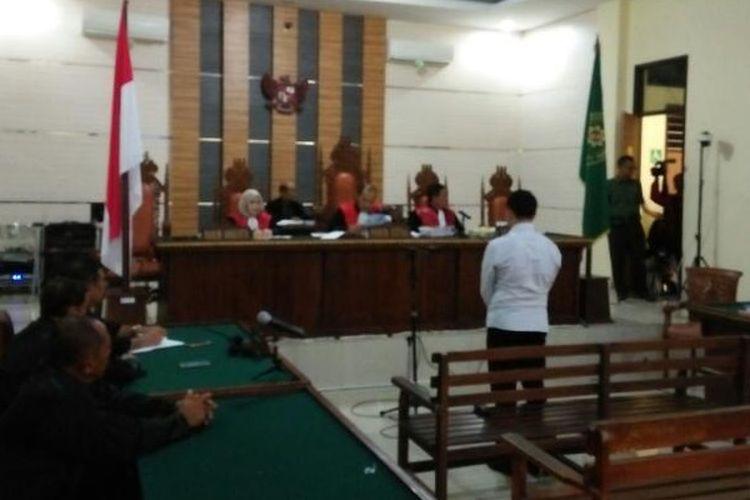 Majelis hakim Pengadilan Negeri Tanjungkarang, Bandarlampung menjatuhkan vonis hukuman mati Brigadir Medi Andika, terdakwa pembunuh dan pemutilasi anggota DPRD Kota Bandarlampung M Pansor, Senin (17/4/2017).