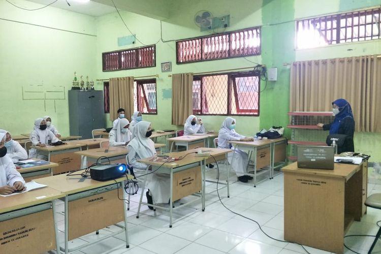 SMK N 12, Tanjung Priok Jakarta Utara yang menggelar pembelajaran tatap muka (PTM) terbatas pada Senin (30/8/2021).