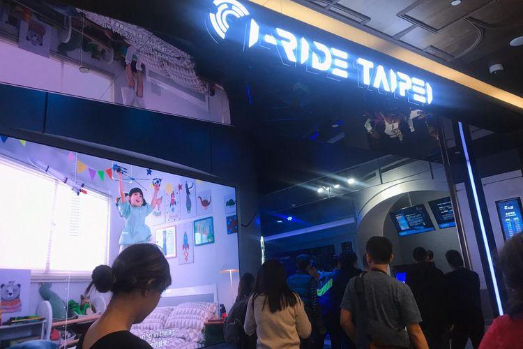 i-Ride Taipei, wahana yang menawarkan wisatawan dapat sejenak terbang menjelajahi negeri Taiwan.