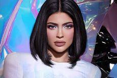 Kylie Jenner dan Ibunya Kompak Pakai Tas Birkin Langka