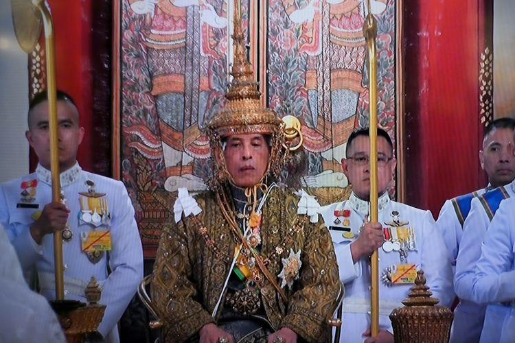 Ein Fernsehmaterial aus dem Thai TV Pool vom 4. Mai 2019 zeigt Maha Vajiralongkorn, als er mit dem Titel Rama X der Chakri-Dynastie zum König von Thailand gekrönt wird.