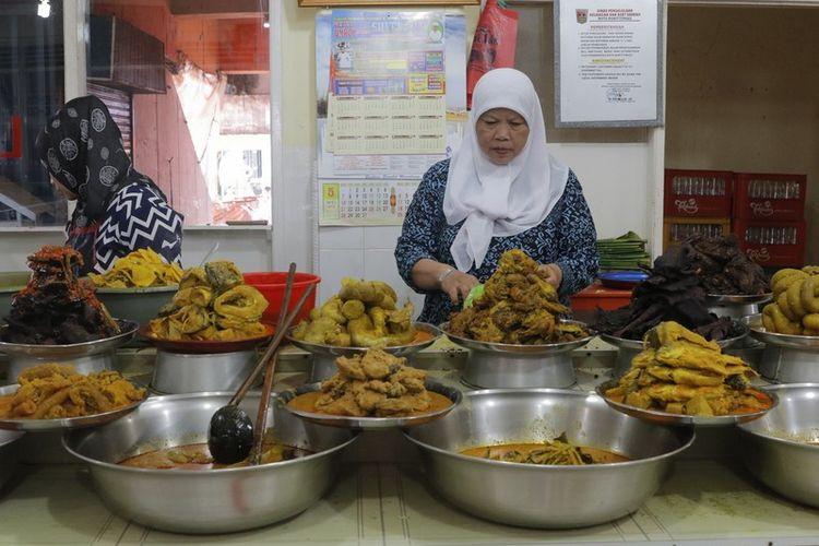 Nasi Kapau Uni Lis di Pasar Lereng, Bukittinggi.