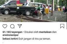 Viral Video Kereta Berhenti Saat Rel Dipadati Kendaraan di Bekasi, Ini Penjelasan KCI