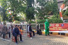 Reaktif Covid-19, 54 Warga Termasuk Pekerja Pabrik di Tanjung Priok Jalani Swab Test
