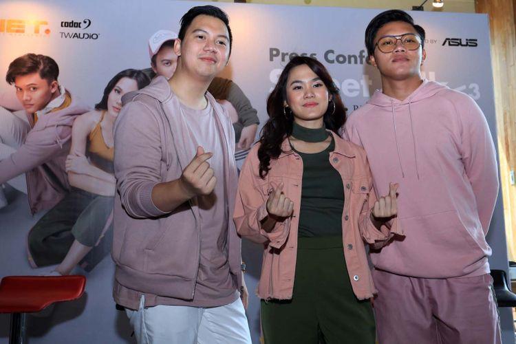 Chandra Liow, Sheryl Sheinafia dan Rizky Febian saat jumpa pers Sweet Talk di kawasan Kuningan, Jakarta Selatan, Rabu (6/12/2017).