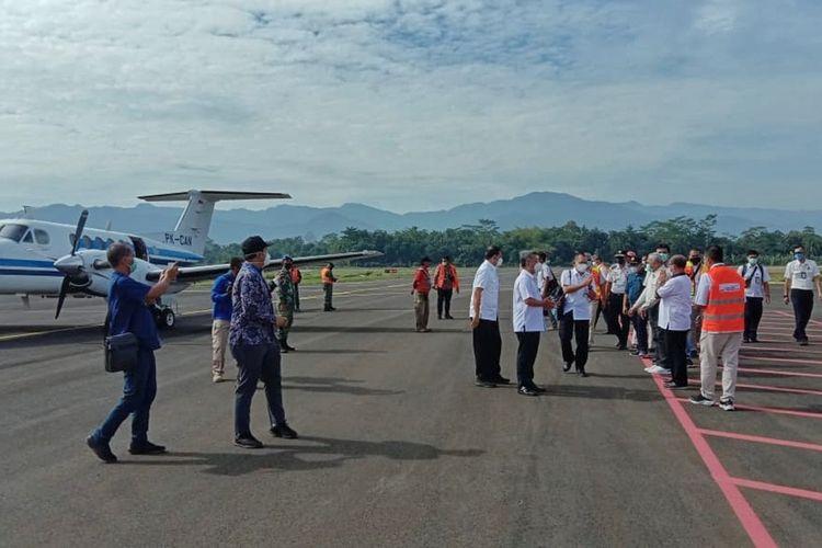 Rombongan Dirjen Perhubungan Udara (Hubud) Kementerian Perhubungan (Kemenhub) menjalan landing di Bandara Soedirman Purbalingga, Minggu (31/1/2021). Pendaratan berjalan mulus dan Bandara siap digunakan untuk penerbangan komersial pada Lebaran 2021.