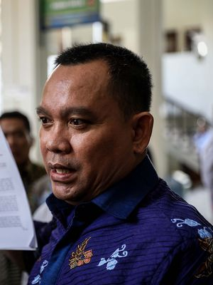 Kuasa Hukum Kivlan Zen, Tonin Tachta Singarumbun memberikan keterangan sebelum sidang praperadilan di Pengadilan Negeri Jakarta Selatan, Senin (8/7/2019). Kivlan Zen ditetapkan sebagai tersangka kasus makar dan kepemilikian senjata api ilegal terkait rencana pembunuhan tokoh nasional.